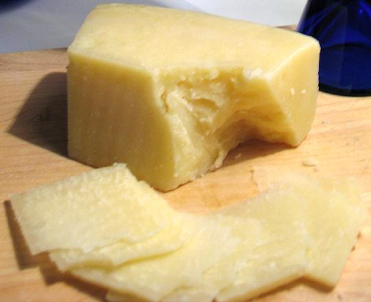 Pecorino_romano_on_board_cropped