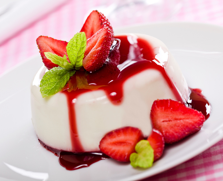 panna-cotta-w-strawberry-sauce-770x628_5314