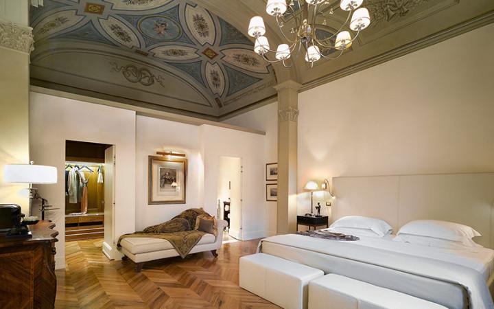 http://www.baglionihotels.com/wp-content/uploads/2013/03/Relais_Santa_Croce_De_Pepi_Suite1-720x450.jpg