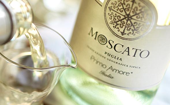 モスカート http://media.olivegarden.com/en_us/images/product/d-Primo-Amore-Moscato-dpv.jpg