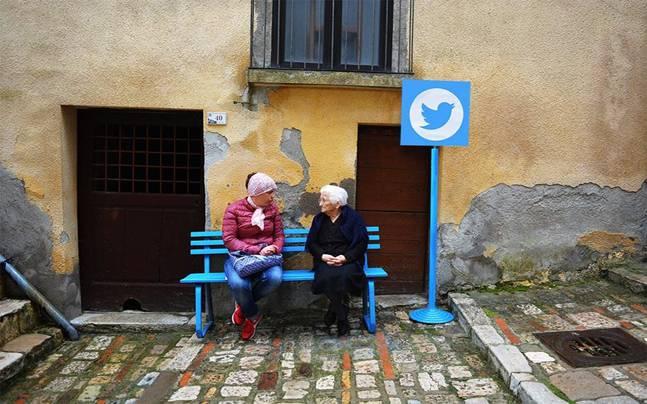 【小さな村】看板がTwitter?SNSとネットに溢れた村、チヴィタ・カンポマリーノ