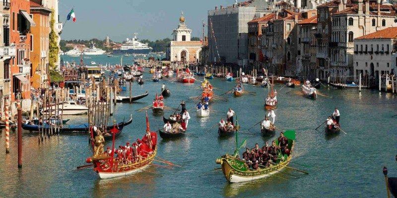 http://www.cadeifuseri.it/en/wp-content/uploads/Venezia-regata-storica-990x495.jpg