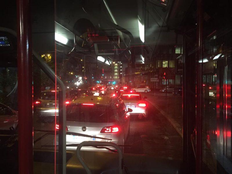 夜は交通渋滞