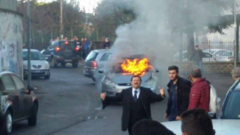 「高校の敷地内で車が燃やされてしまった校長が、よろしく言ってるよ」