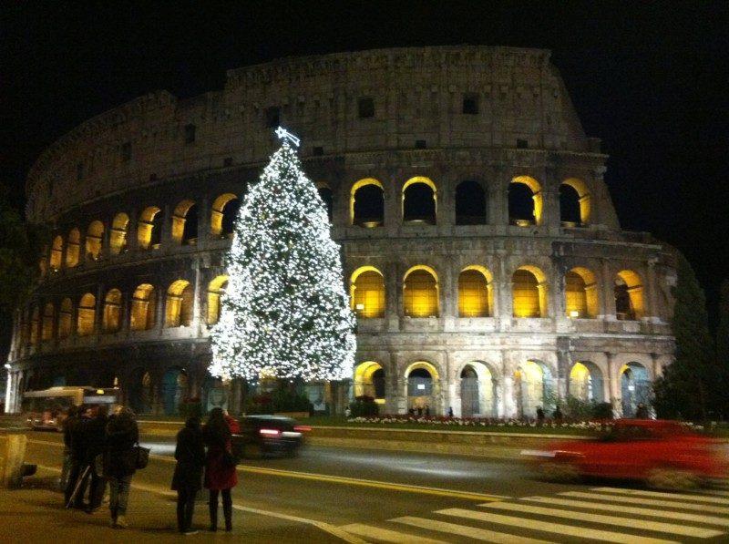 コロッセオとクリスマスツリー