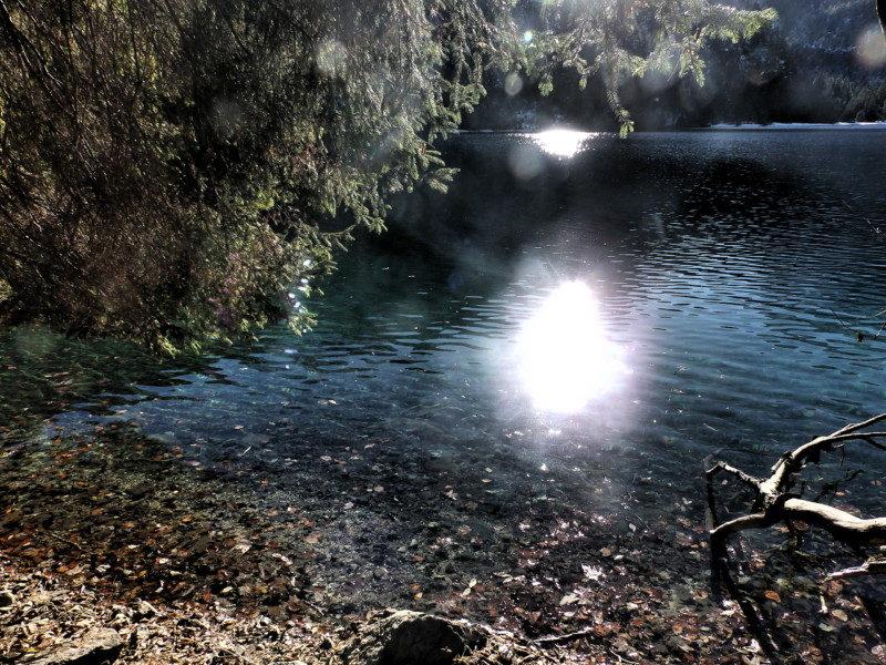 トヴェル湖