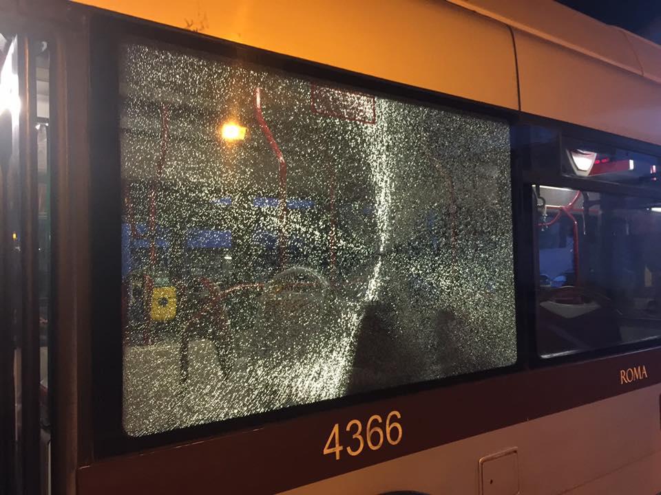 【実体験】ヤク中が窓ガラスを割る!治安の悪いローマでバスを安全に乗る方法