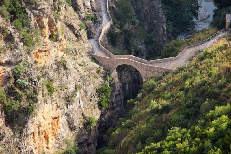 【小さな村の物語 イタリア】第203回 チヴィタ / カラブリア州