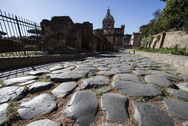 世界一歩きにくい街ローマがあなたの足を破壊する5つの理由