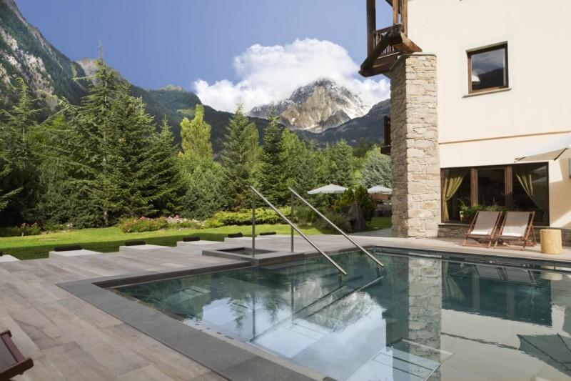 疲れを癒すリラクゼーション体験!リゾート気分で訪れたいイタリアの温泉5選