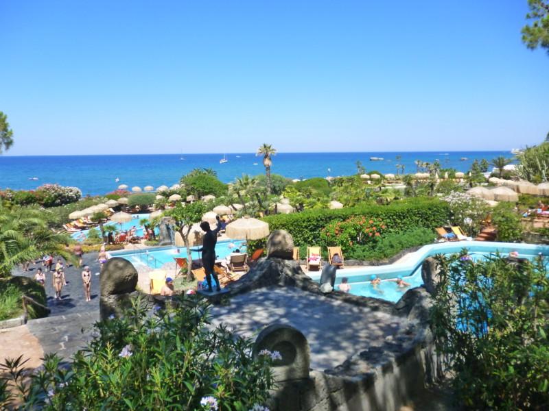 夏を待ちながら イタリア、イスキア島の三大温泉パークとは