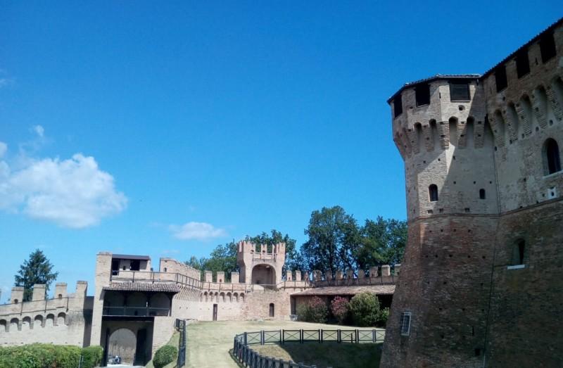 """「イタリアの最も美しい村」に加盟する""""中世""""の町グラダーラ"""
